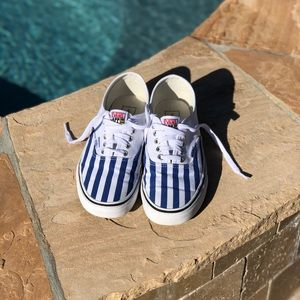Vans Shoes   Unisex Authentic White